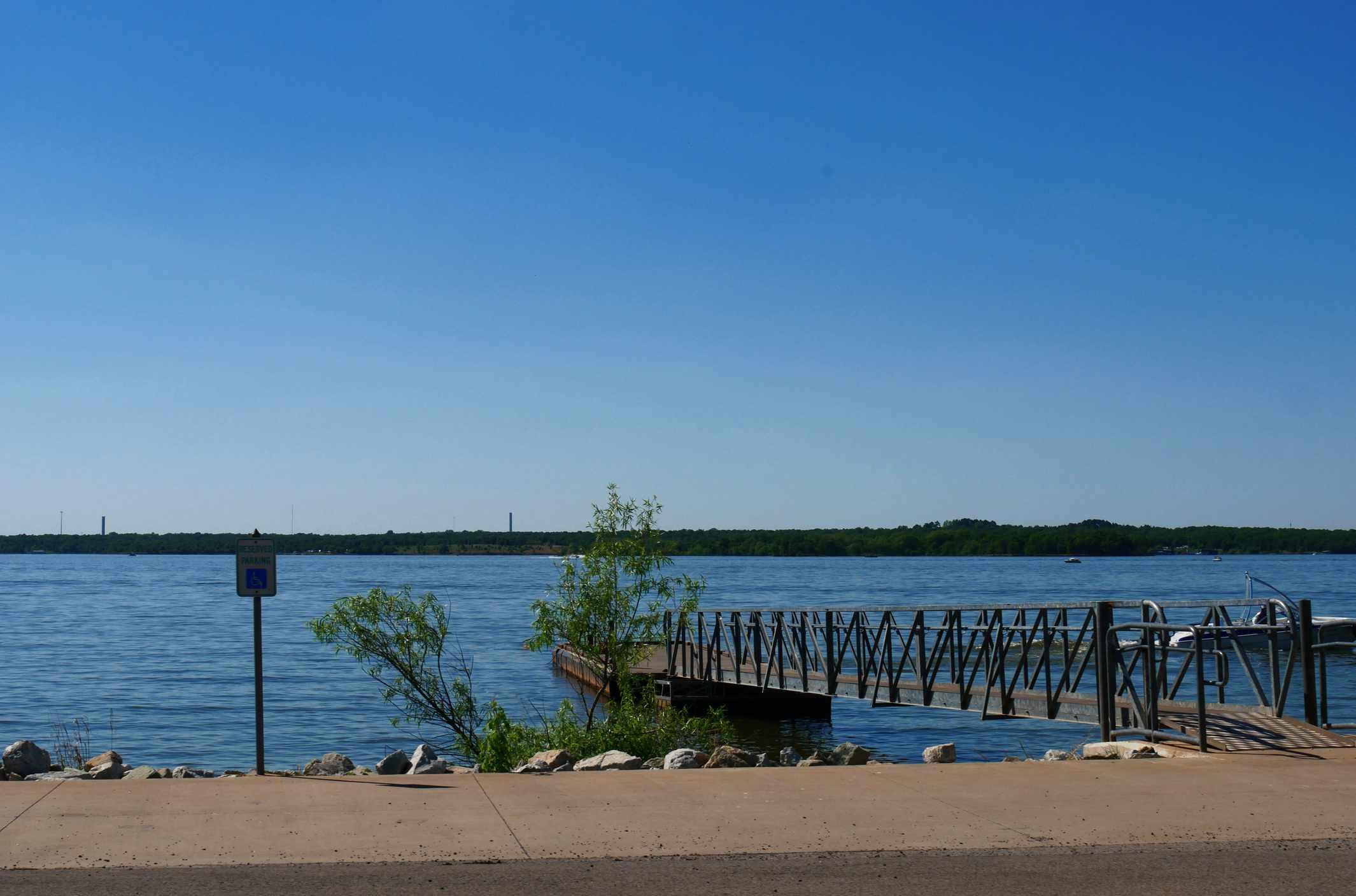Boat dock and bridge at the Lake Thunderbird State Park