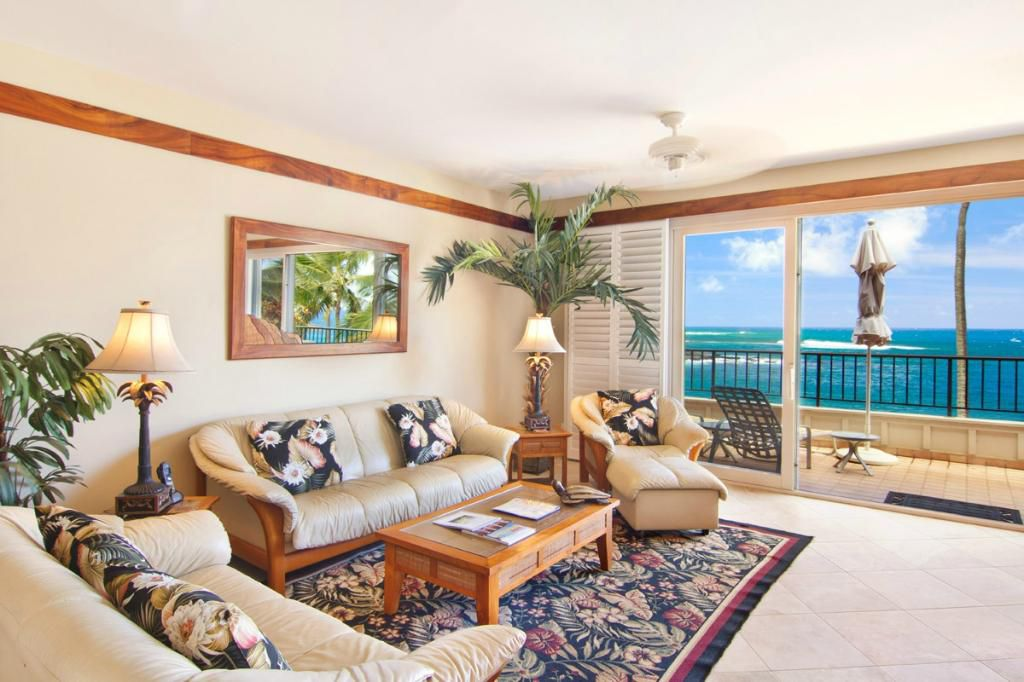 Whalers Cove Oceanfront Resort