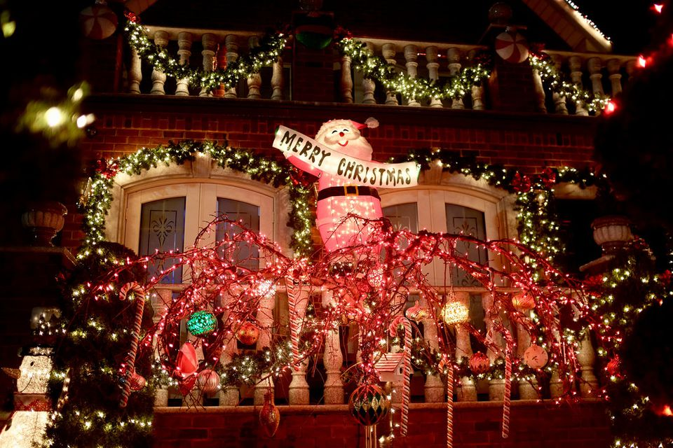 Dyker Heights Brooklyn Christmas Lights.Where To See Brooklyn S Dyker Heights Christmas Lights