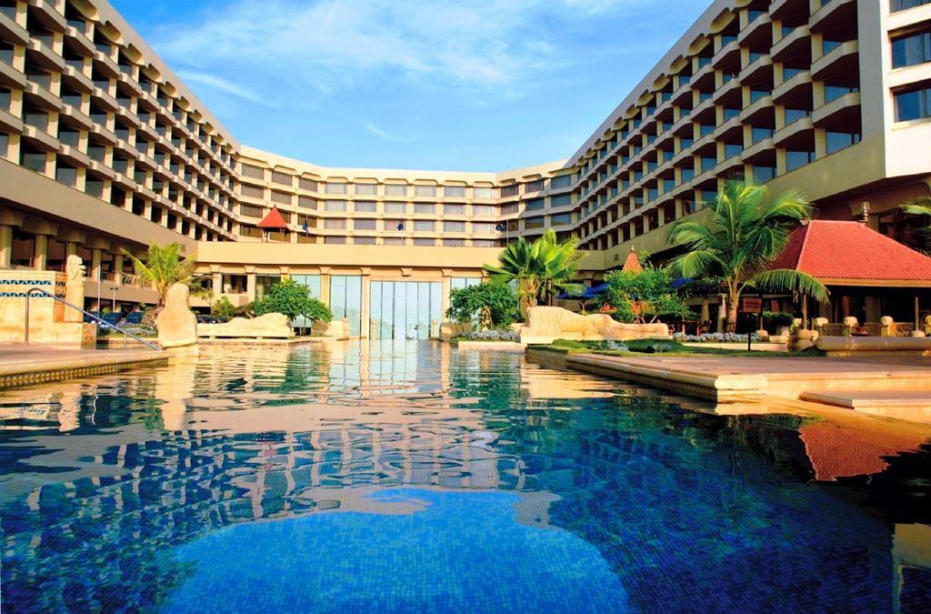 7 Best Juhu Beach Hotels On The Oceanfront In Mumbai