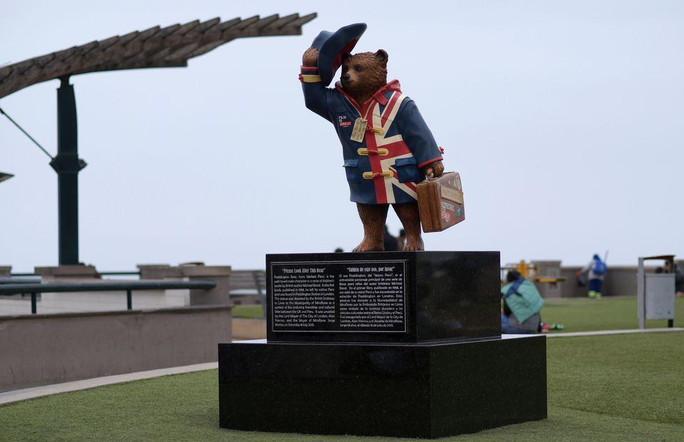 Estatua del oso Paddington en Perú