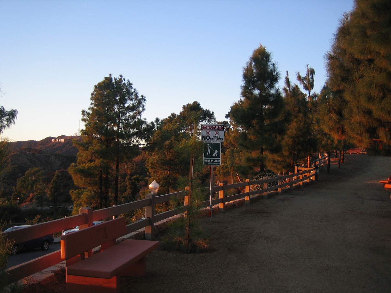 A trailhead in w:Griffith Park beginning at the w:Griffith Observatory in Los Angeles, California.
