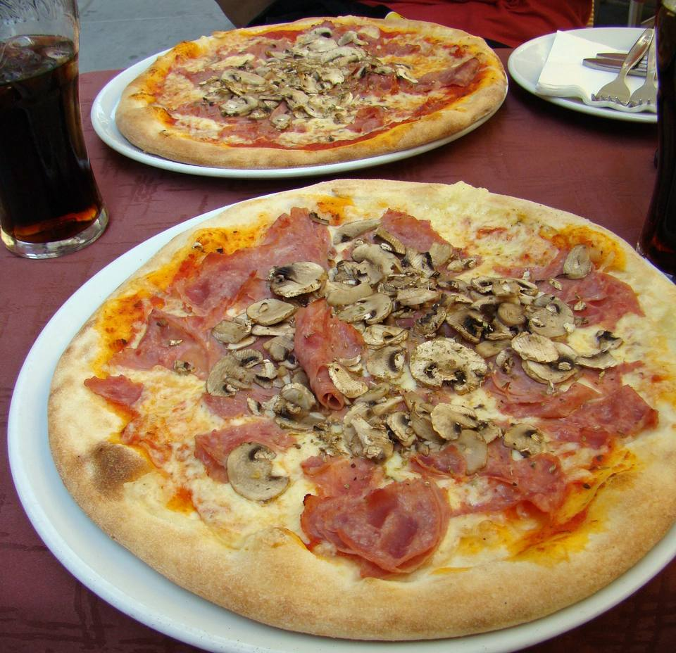 Pizza makes a delicious, low-cost meal when traveling.