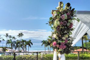 Hawaiian outdoor wedding