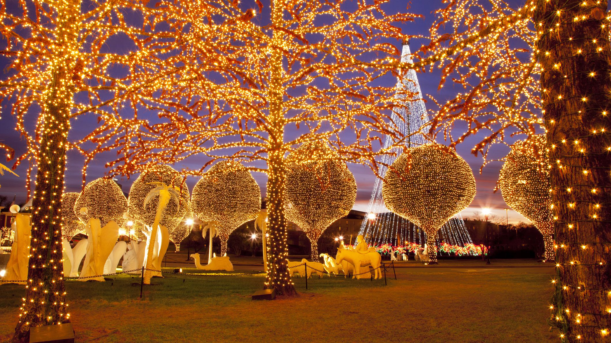 Christmas Lights At Opryland Hotel 2020 Hours Where to See Christmas Lights in Nashville