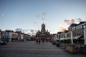 Wide shot of a square in Delft
