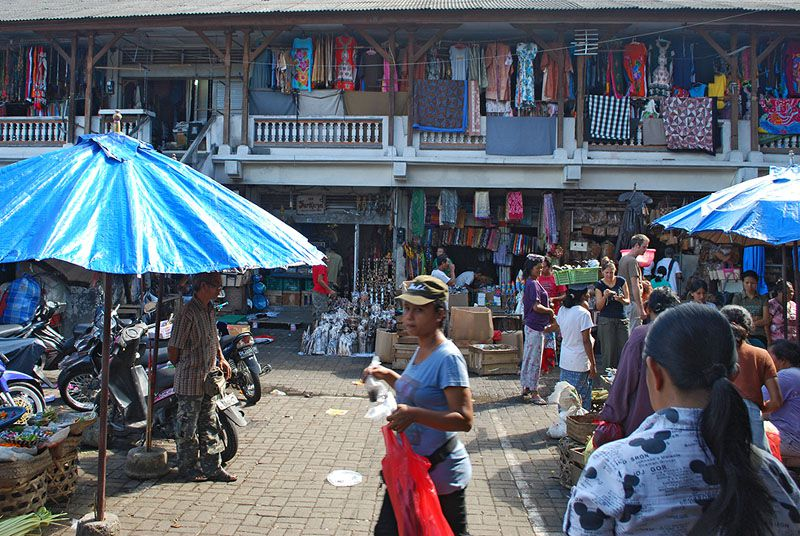 Shopping at the Ubud Art Market, Central Bali