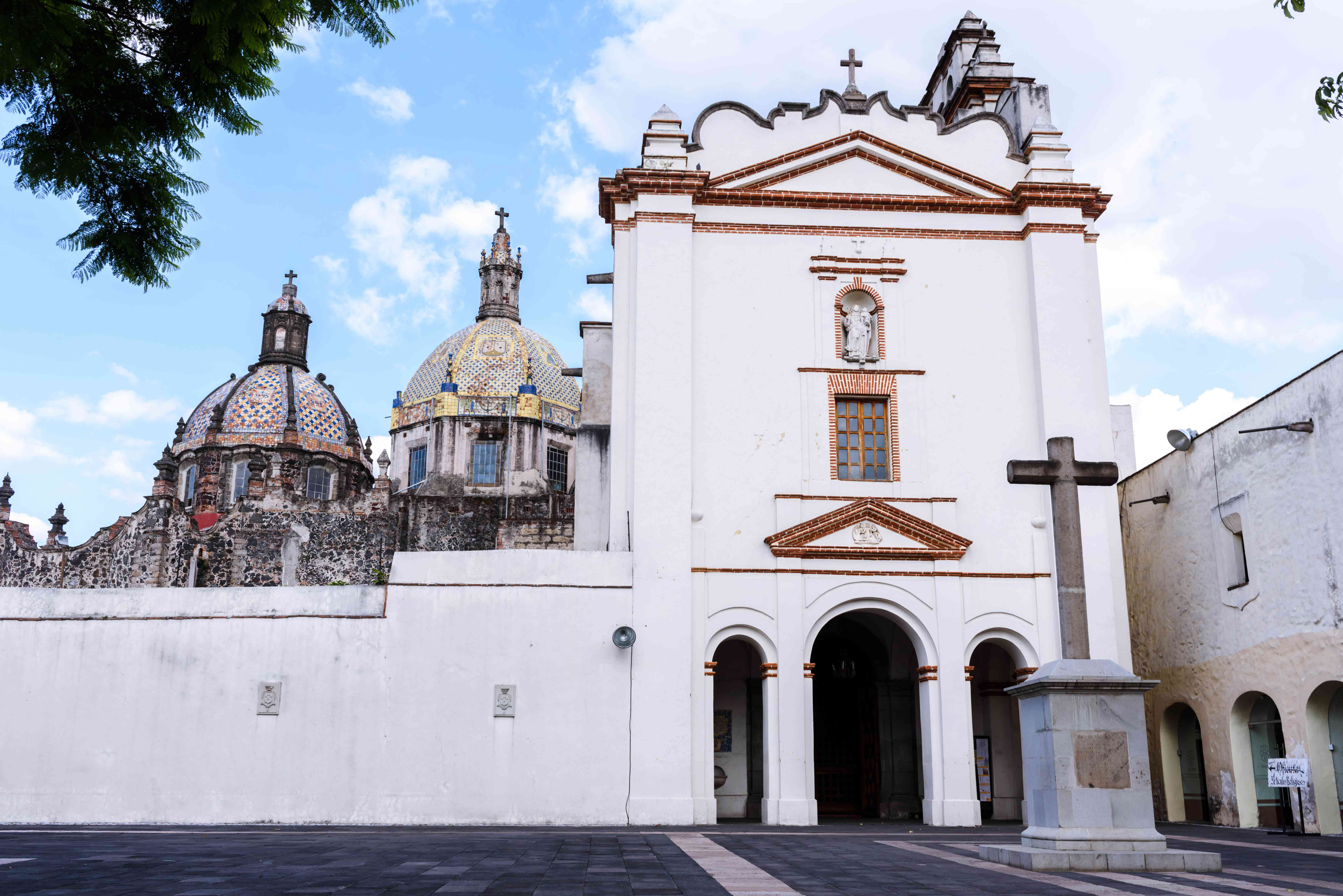 A colorful cathedral in San Angel