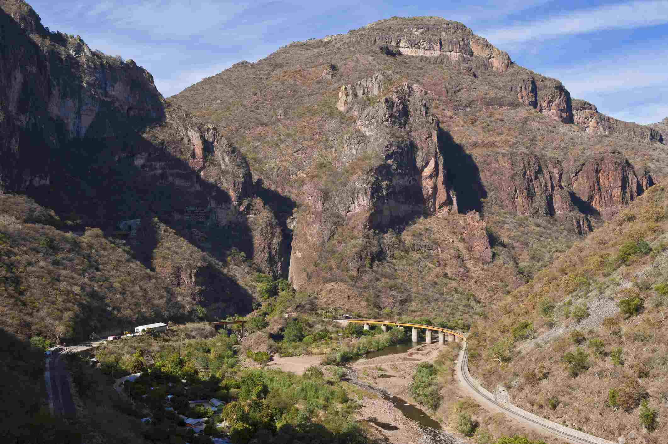 Mexico, Chihuahua State, Barranca del Cobre (Copper Canyon), the railway line (El Chepe) from Los Mochis to Chihuahua