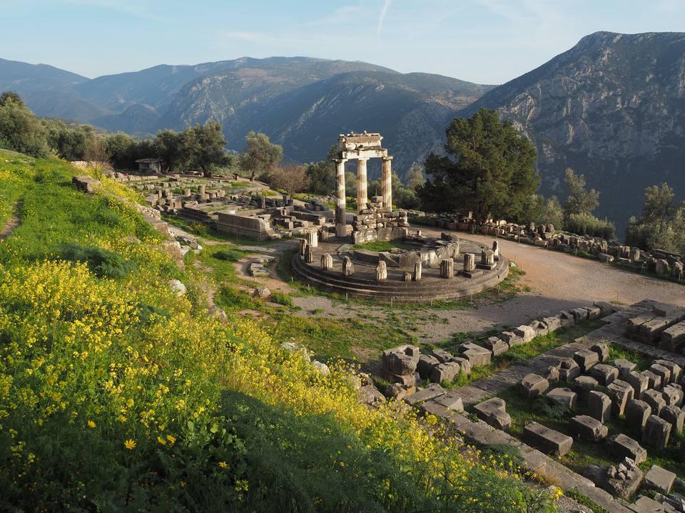 Antiguo Templo de Atenea Pronea, Delfos, Grecia