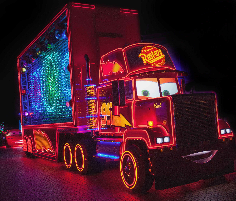 Mack-Truck-in-Paint-the-Night-DLR-60.jpg