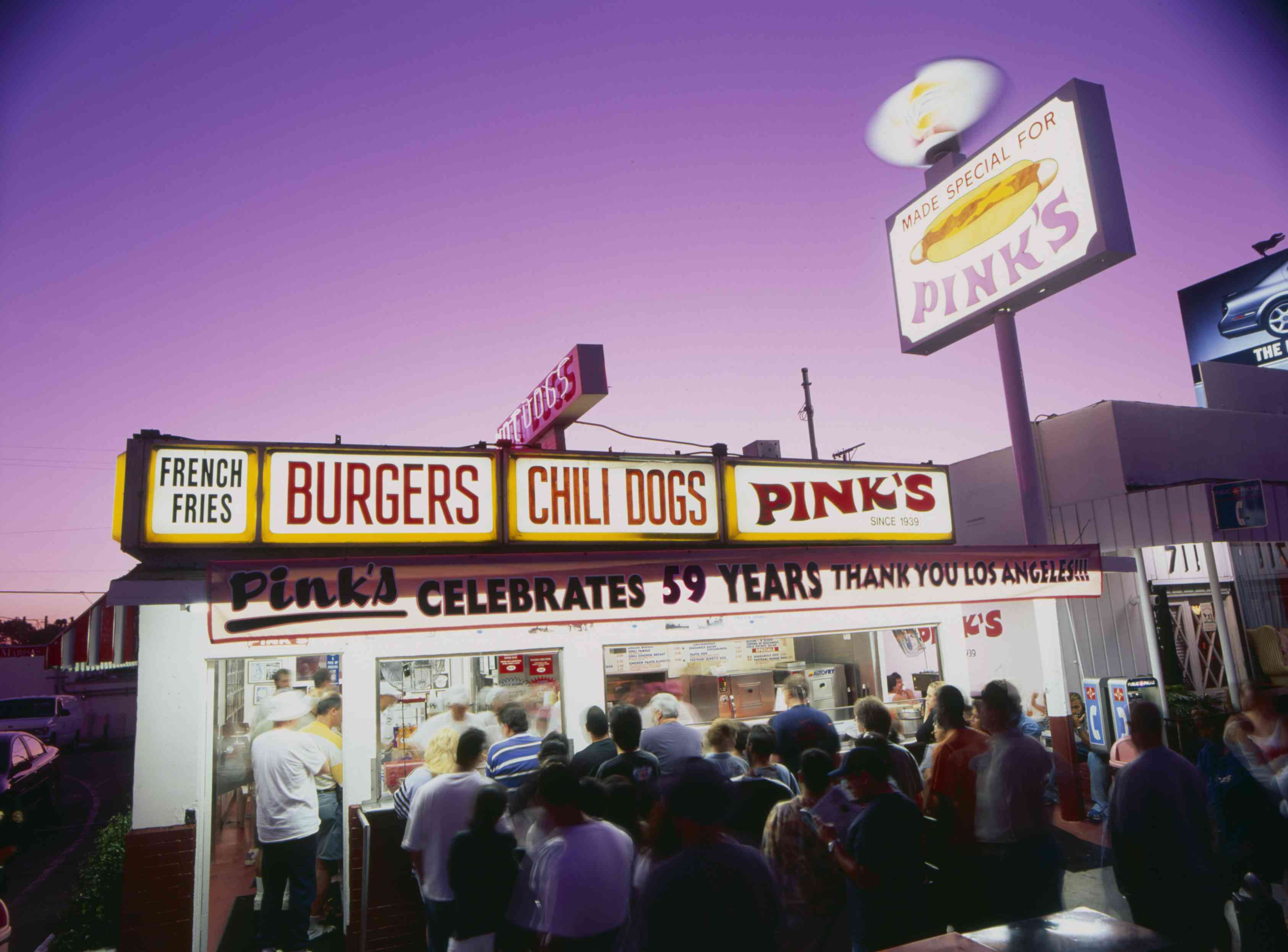 Pink's Hot Dogs Stand in Los Angeles an night