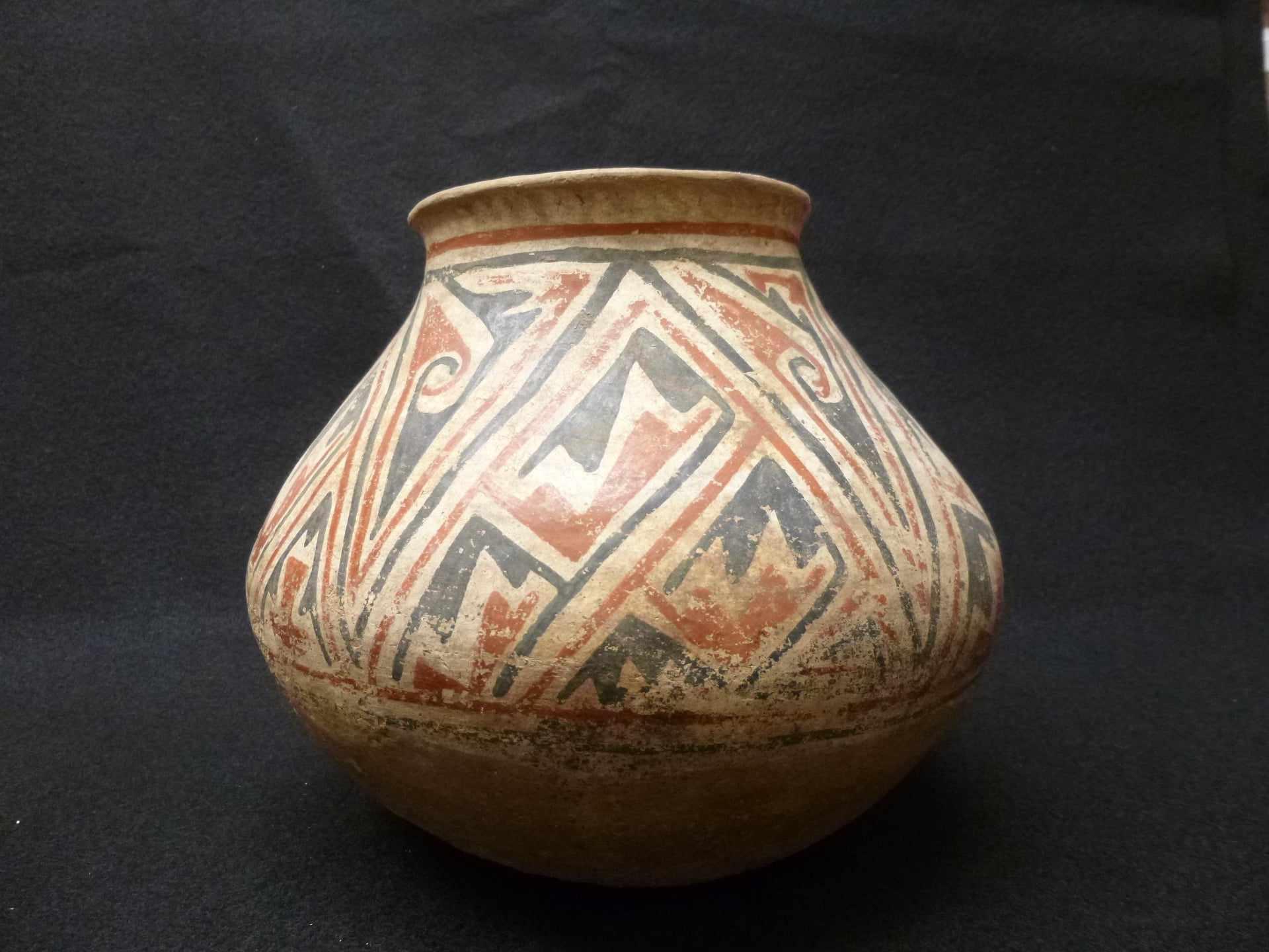 Villa Ahumada Polychrome olla. Casas Grandes Culture, Medio Period AD 1200-1450. Collection of El Paso Museum of Archaeology.