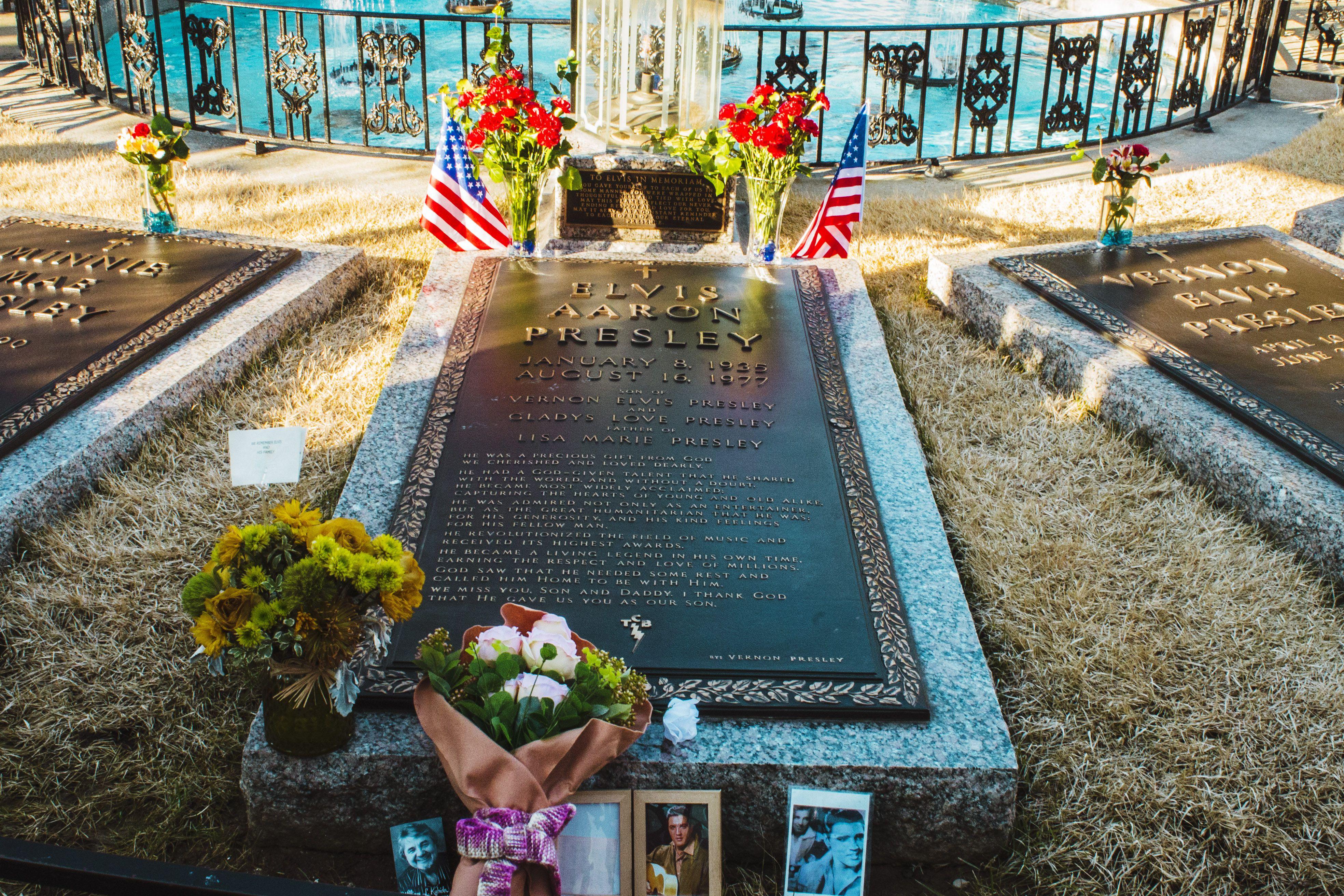 Elvis' grave in Memphis