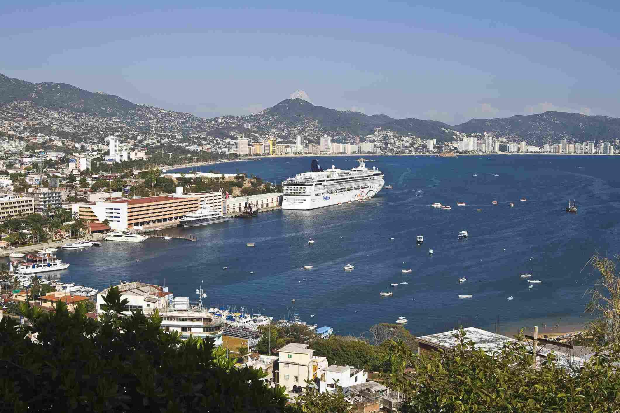 Cruise ship in Acapulco Bay