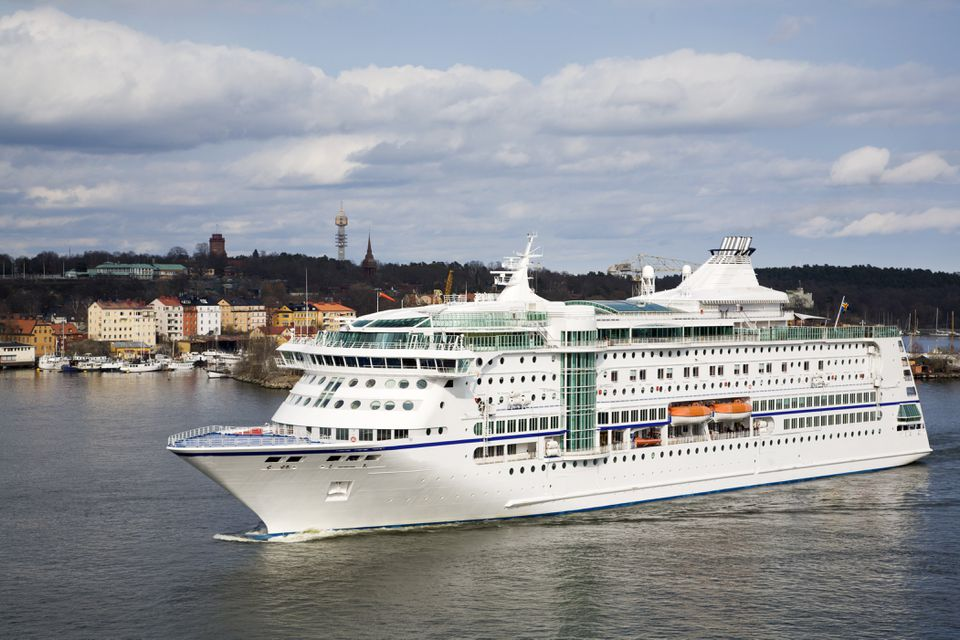 Cruising ship enters Stockholm harbour