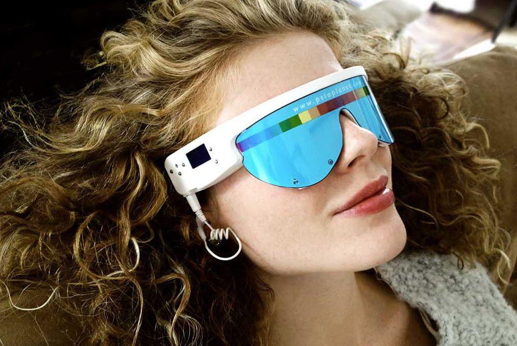 Person wearing Pulsar spa treatment goggles at Ovarium