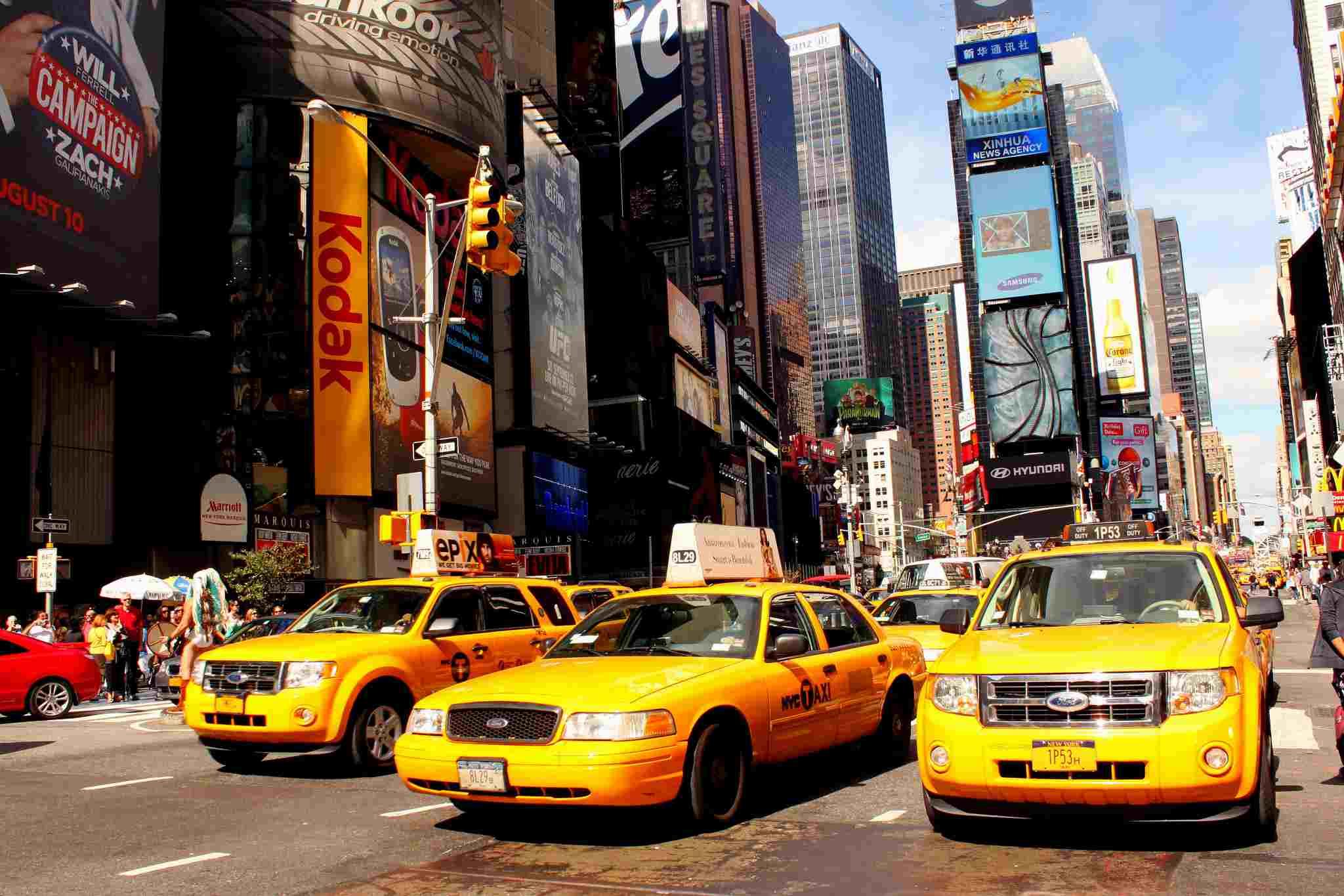 Aquellos que viajan en taxis o viajes compartidos también pueden ser blanco de estafas en Nueva York.