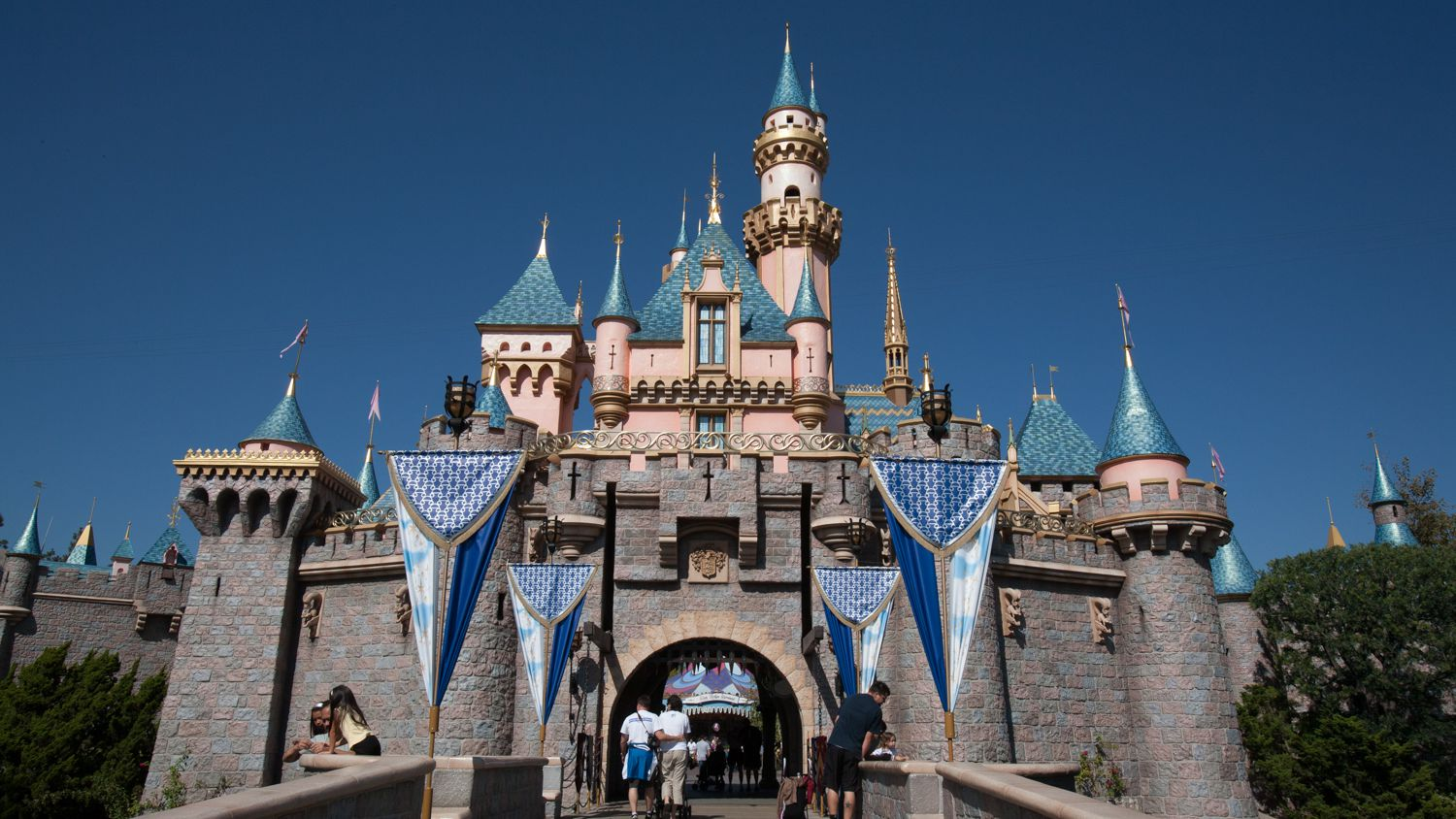 Santa Monica to Disneyland Transportation Options