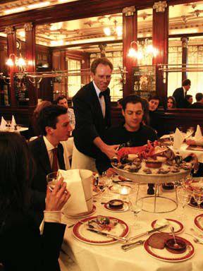Aprende vocabulario básico de restaurantes para comer en París.