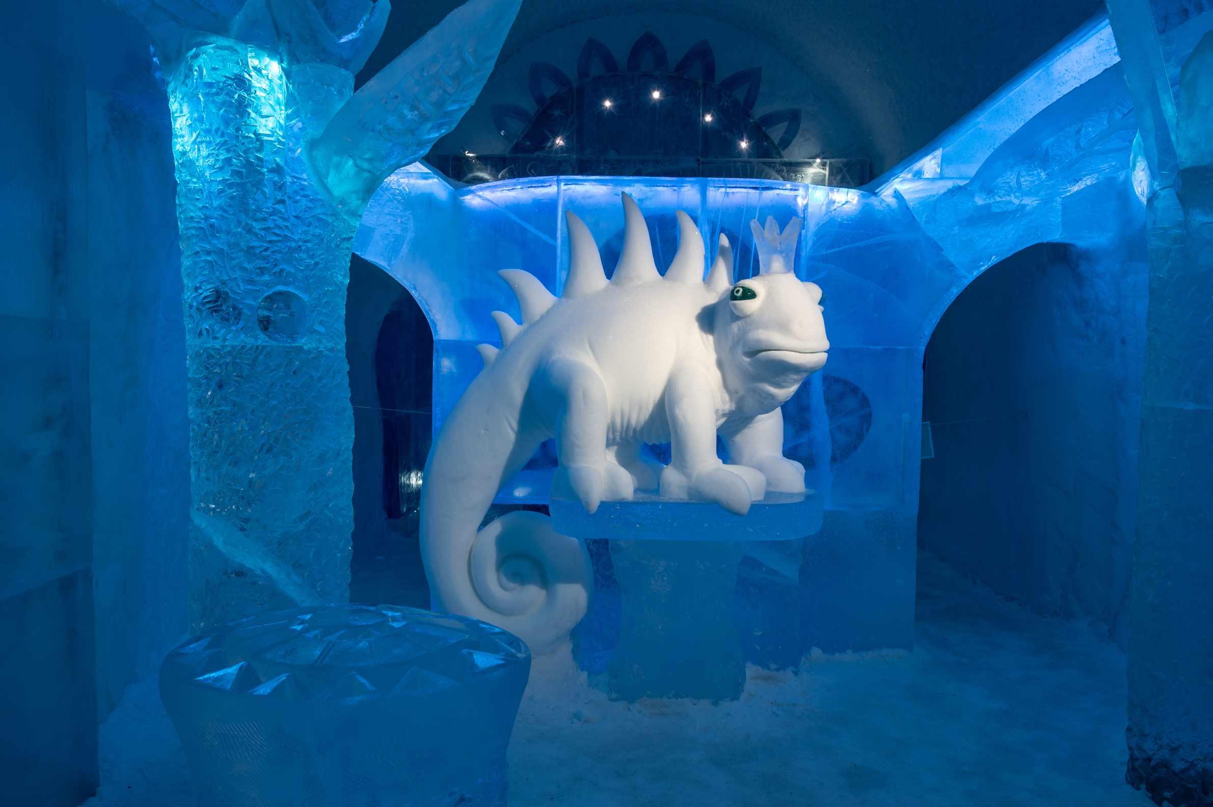 chameleon snow sculpture