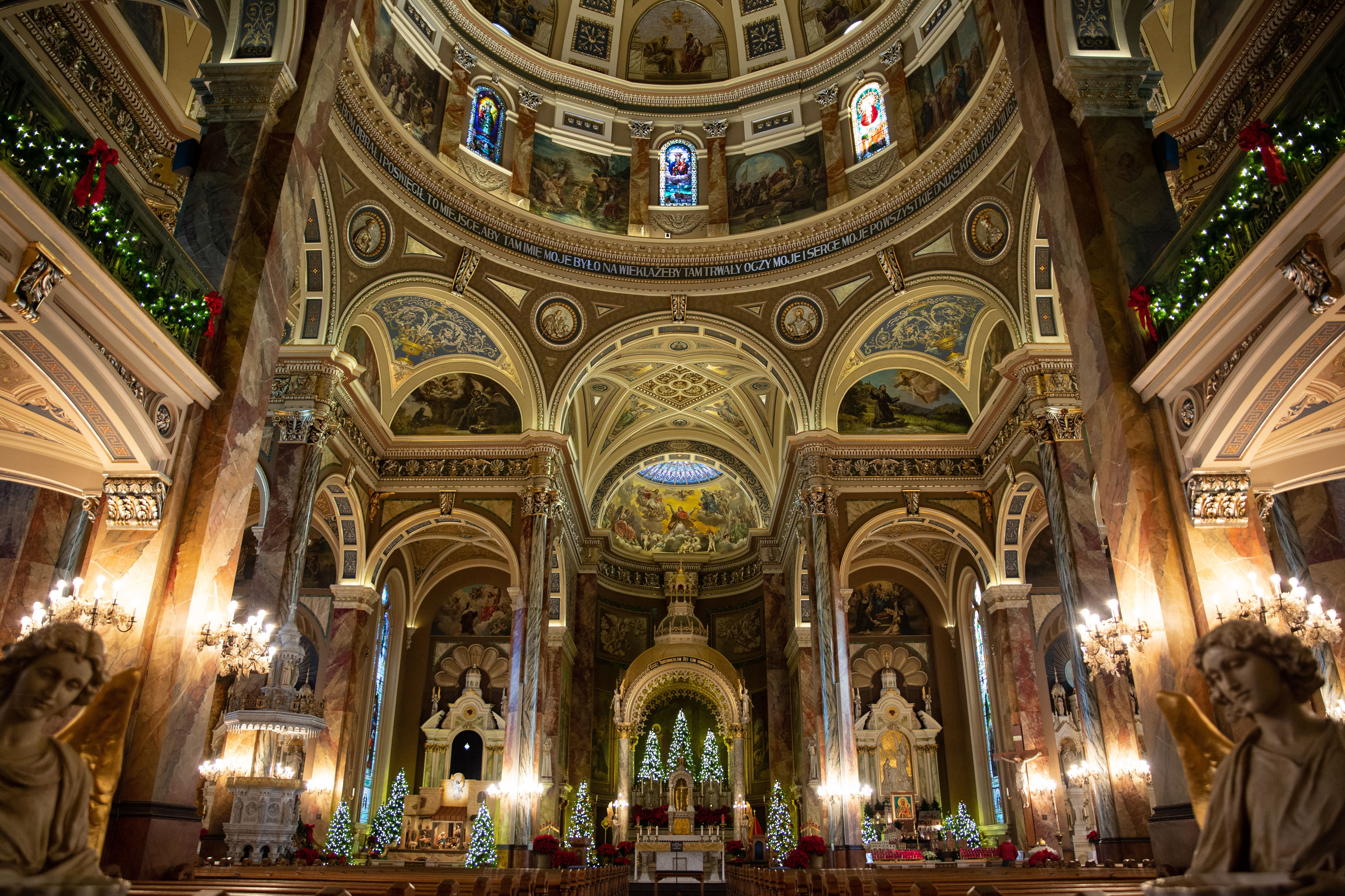 Dentro de la iglesia