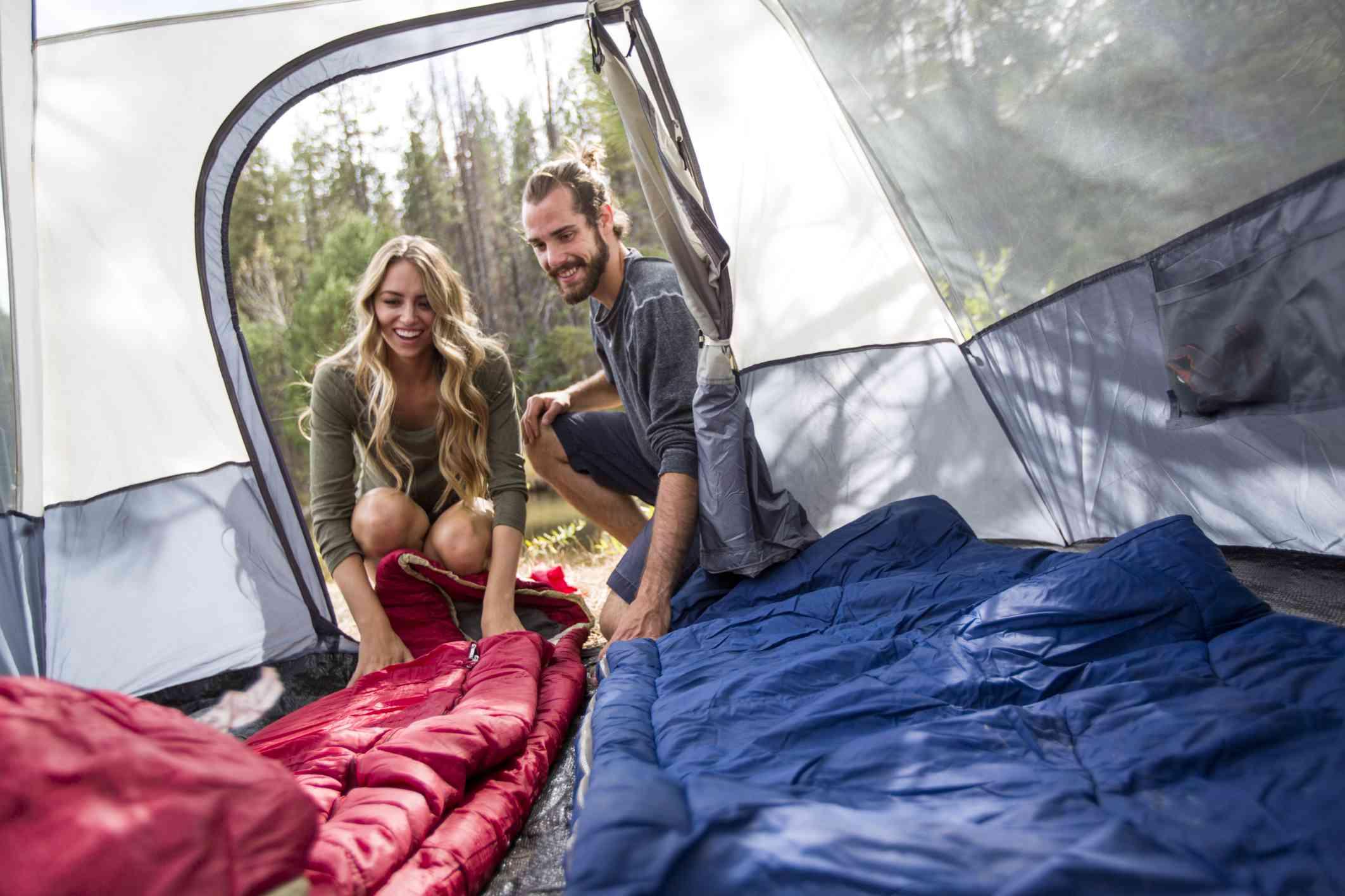 Feliz de estar acampando cerca del lago Tahoe