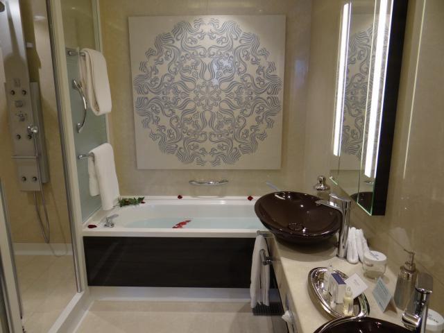 The Haven Owner's Suite Bathroom on the Norwegian Getaway