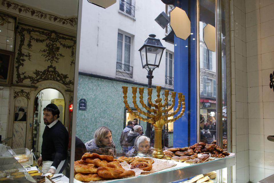 """Rue des Rosiers The """"Pletzl"""" Jewish Quarter in Paris"""