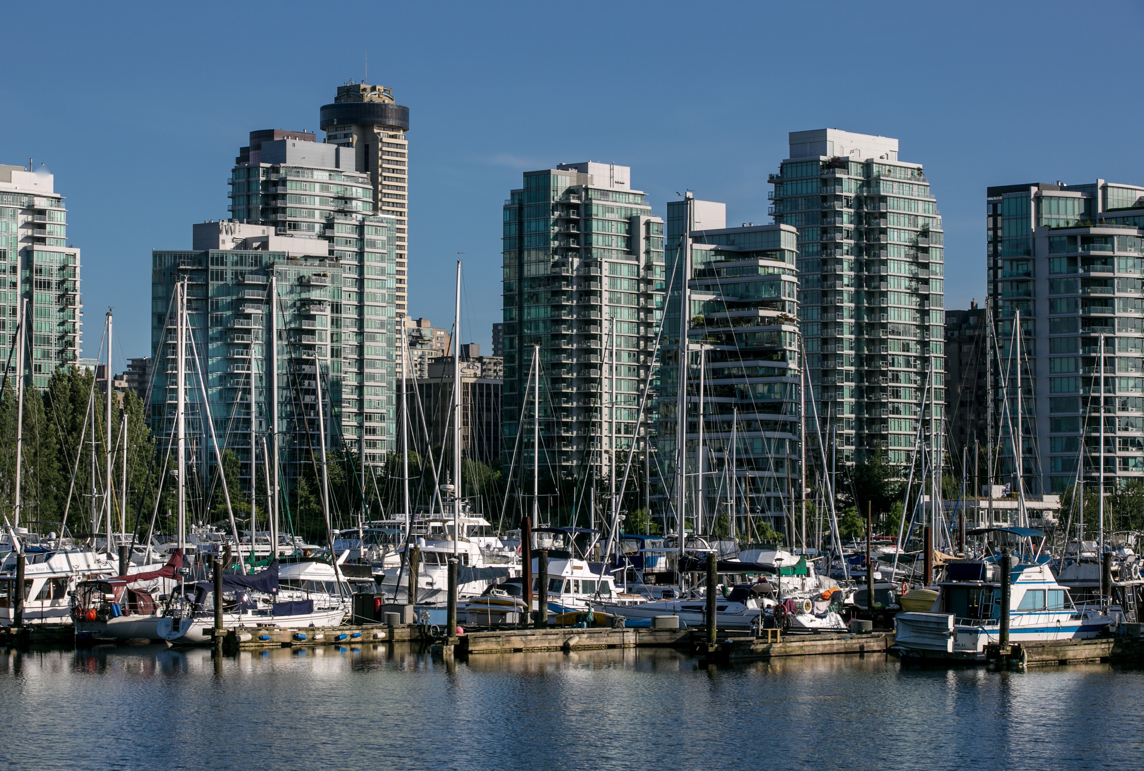 the top 10 things to do in coal harbour  vancouver