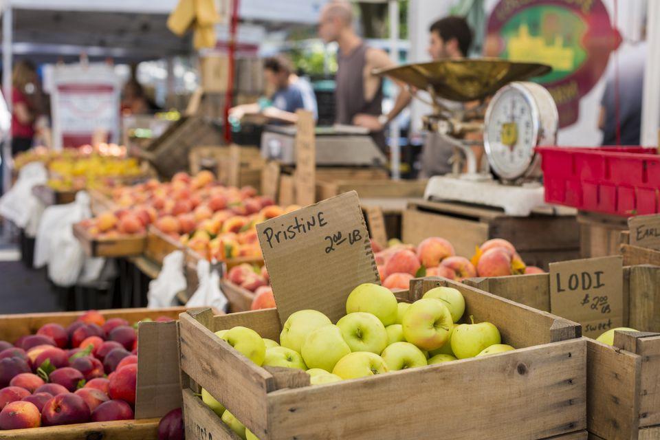 Frutas en el mercado de agricultores. Nueva York, Estado de Nueva York, EE. UU.