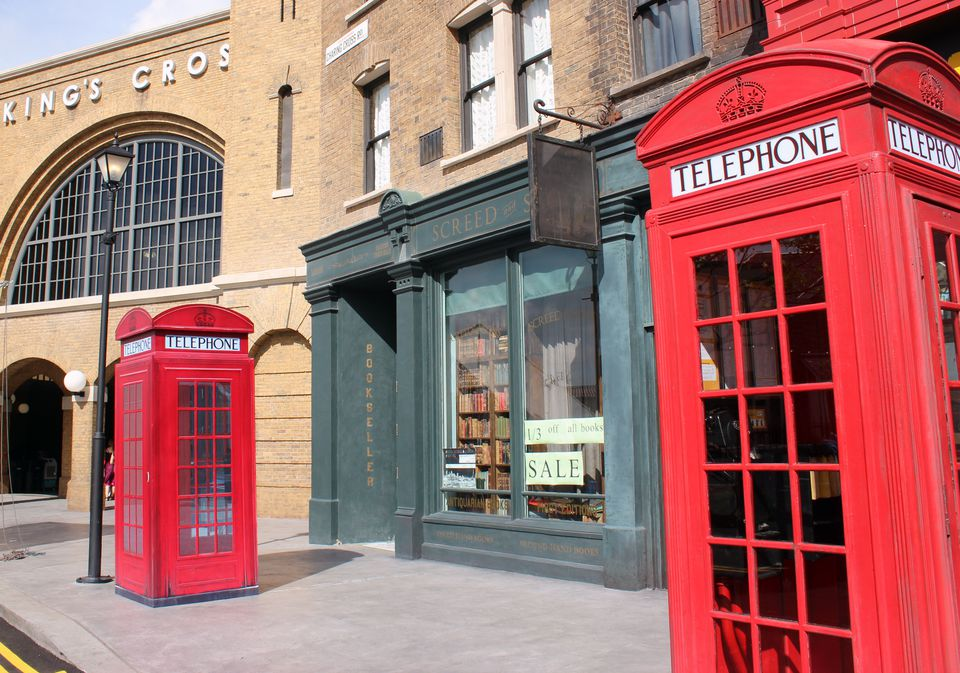 Phone-Boxes-Wizarding-World.jpg