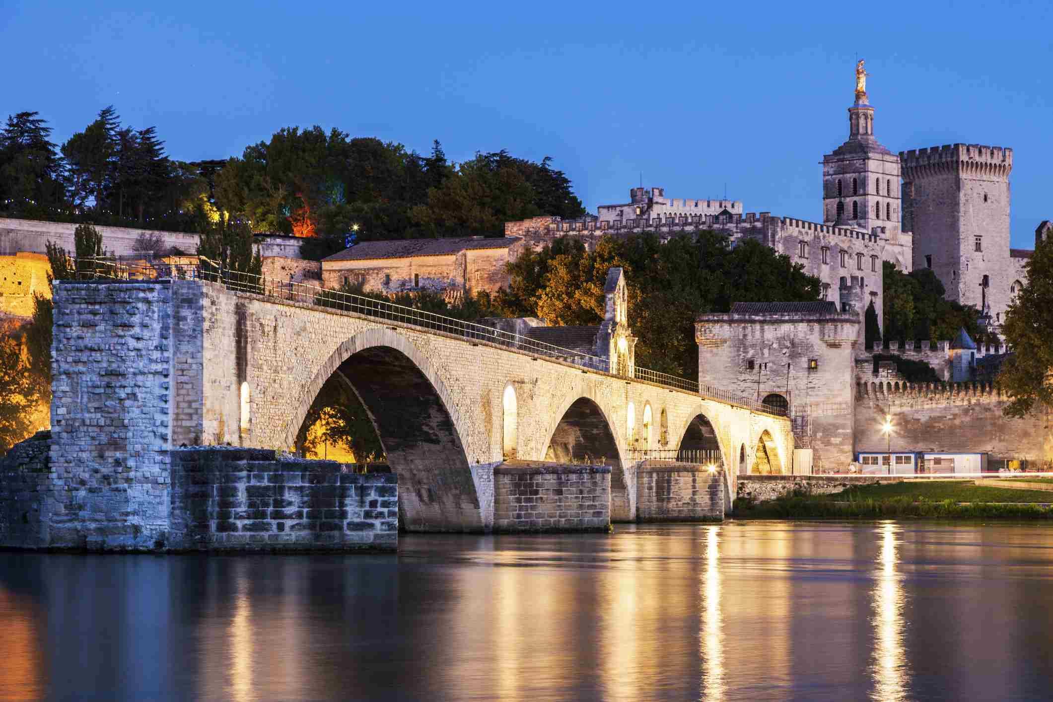 France, Provence-Alpes-Cote dAzur, Avignon, Pont Saint-Benezet on Rhone River and Avignon Cathedral at dusk