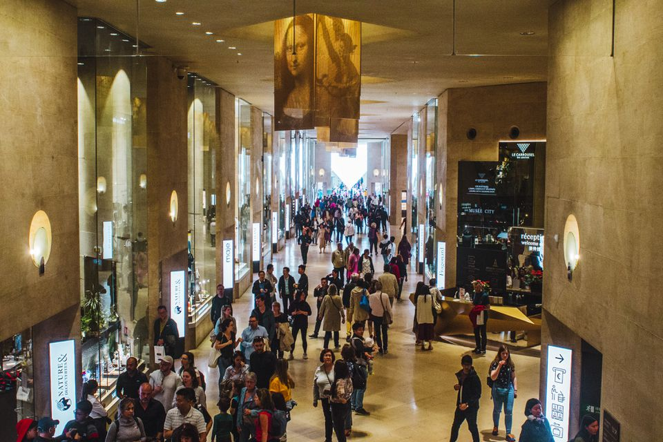 Main shopping hall of Carrousel du louvre