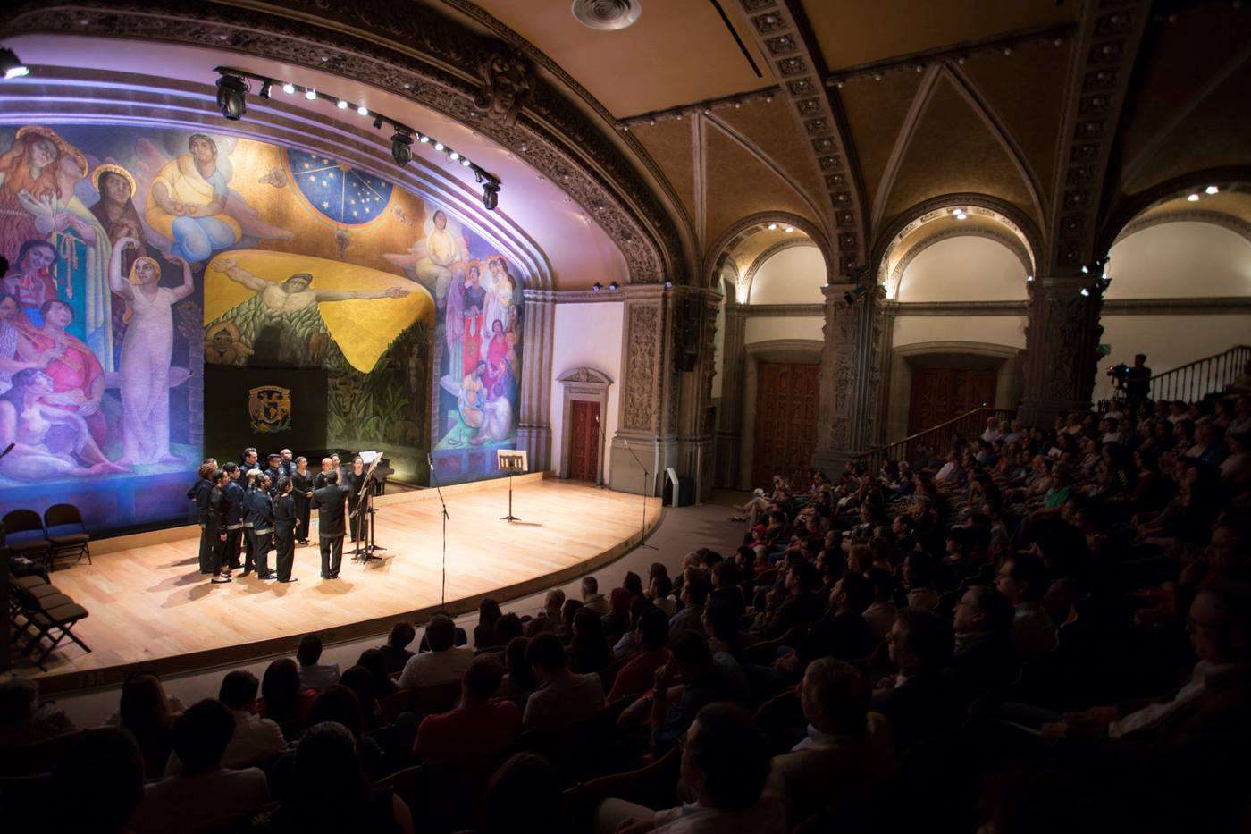 A performance at the San Ildefonso theater for the Festival del Centro Historico
