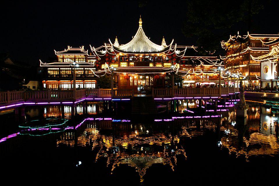 Building reflection in water in Yuyuan gardens.