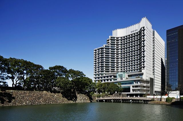 Palace Hotel Tokyo has a dead-center location
