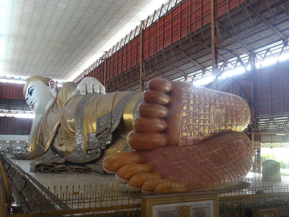 Reclining Buddha at the Chaukhtatgyi temple in Yangon