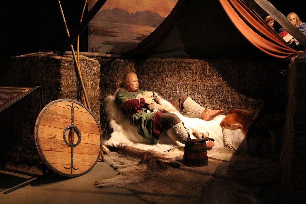 Una figura de cera que representa la vida en los primeros días de Islandia en el Sagamuseum de Reykjavik