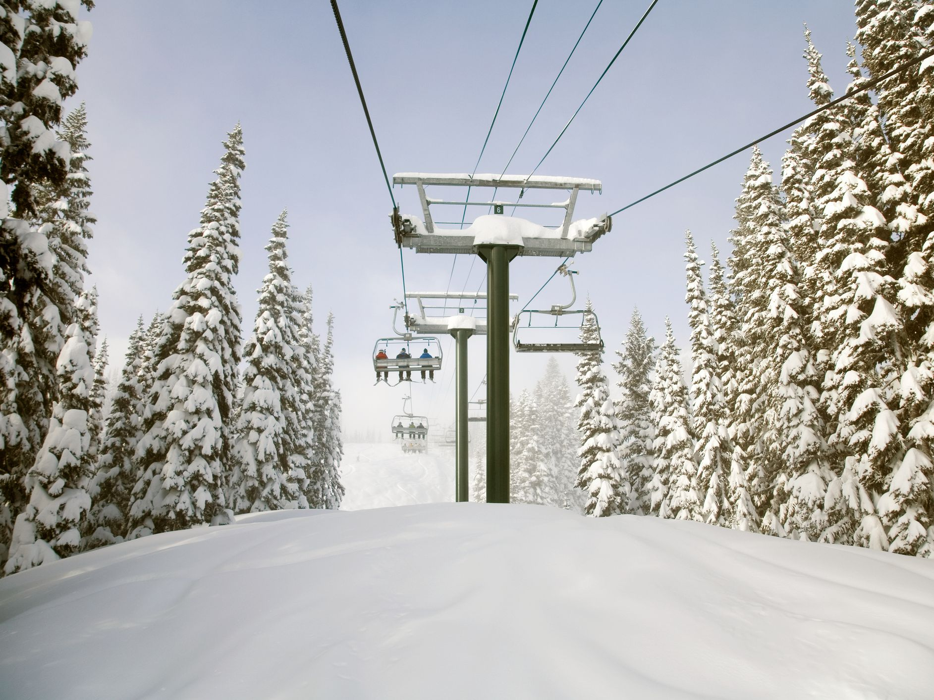 The 7 Biggest Ski Resorts in Washington State [With a Map] Skiing Washington State Map on washington snow map, washington mountains map, oregon washington idaho map, washington caves map, washington yakima valley wineries map, washington weather map, washington sports map, washington business map, washington ski areas, washington park map, washington hiking map, washington hunting map, washington wind farm map, lake washington map, washington wine country map, washington cycling map, washington art map, washington rockhounding map, washington golf map, washington attractions map,