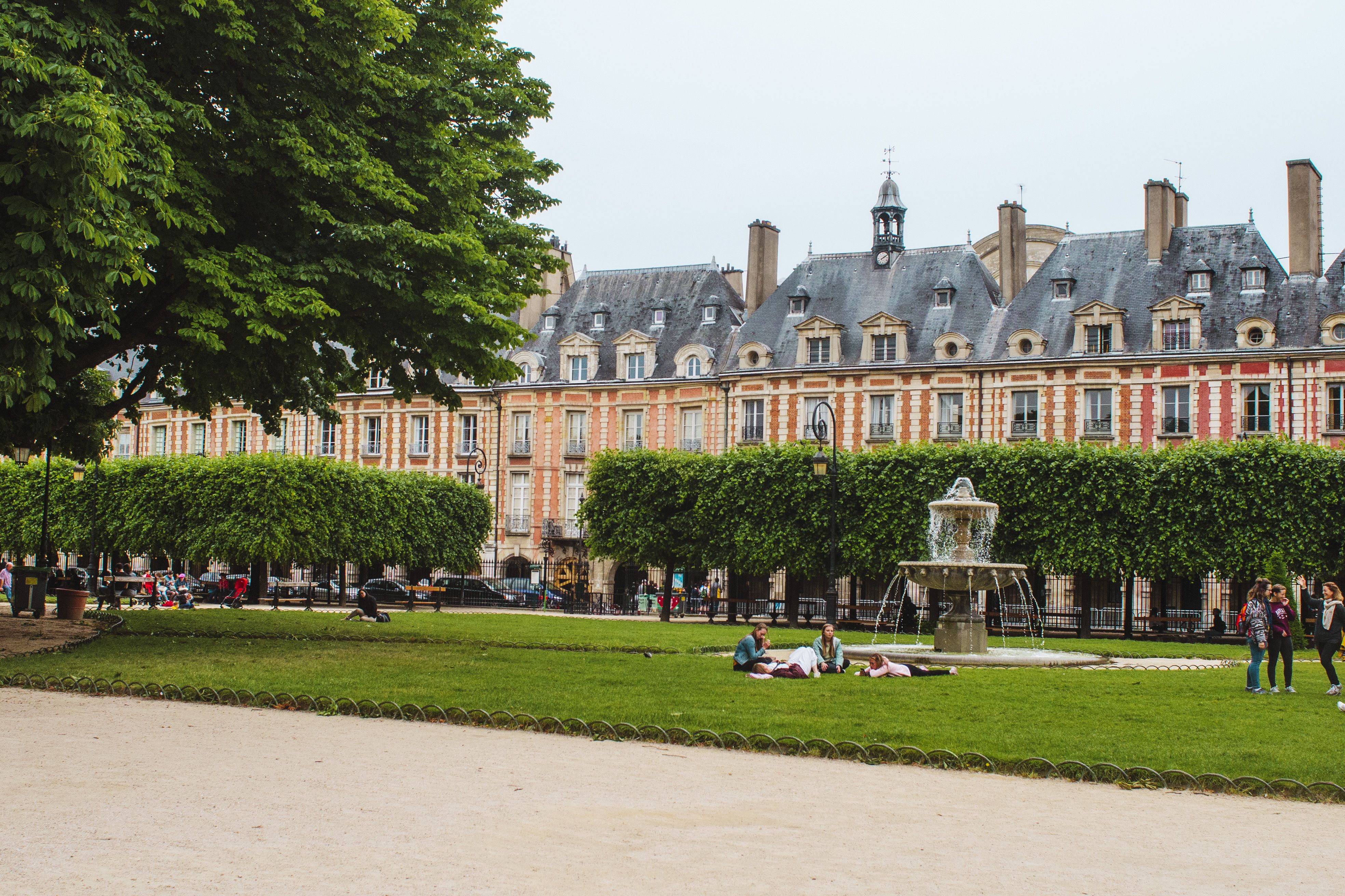 This Paris Neighborhood Has It All: Culture, Shopping & Nightlife