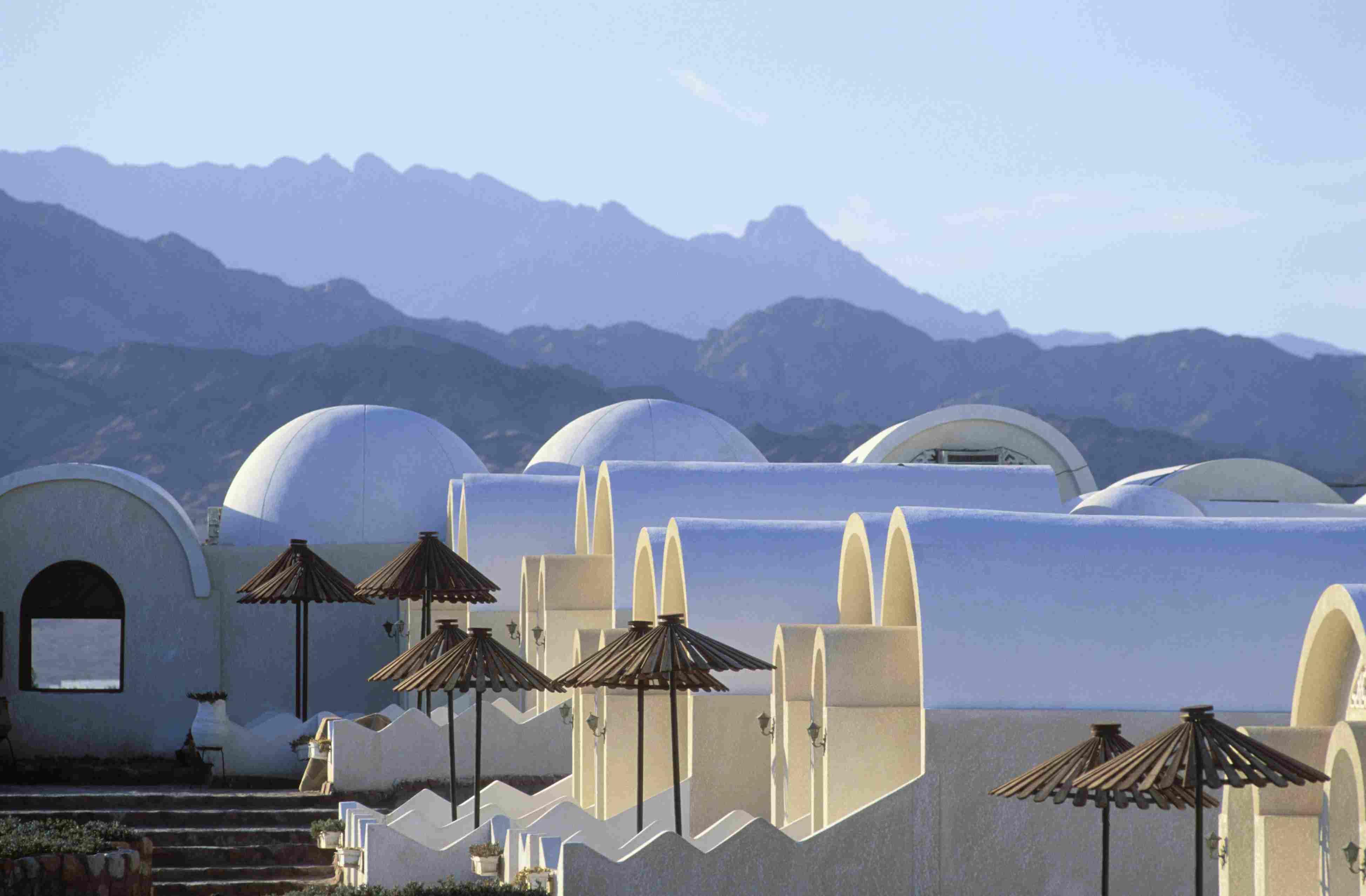 Building and mountains, Dahab, Gulf of Aqaba, Sinai, Egypt