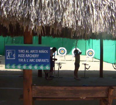 Club Med Punta Cana - Tiro con arco. Foto © Teresa Plowright.