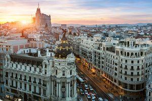Skyline of Madrid with Metropolis Building
