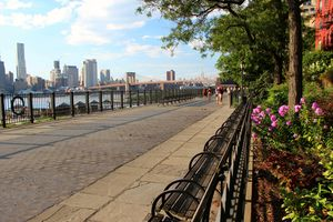 Benches on the Brooklyn heights promenade with the Brooklyn bridge and Manhattan in the background