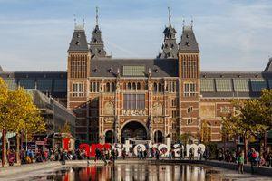 The Rijksmuseum and IAMSTERDAM sign