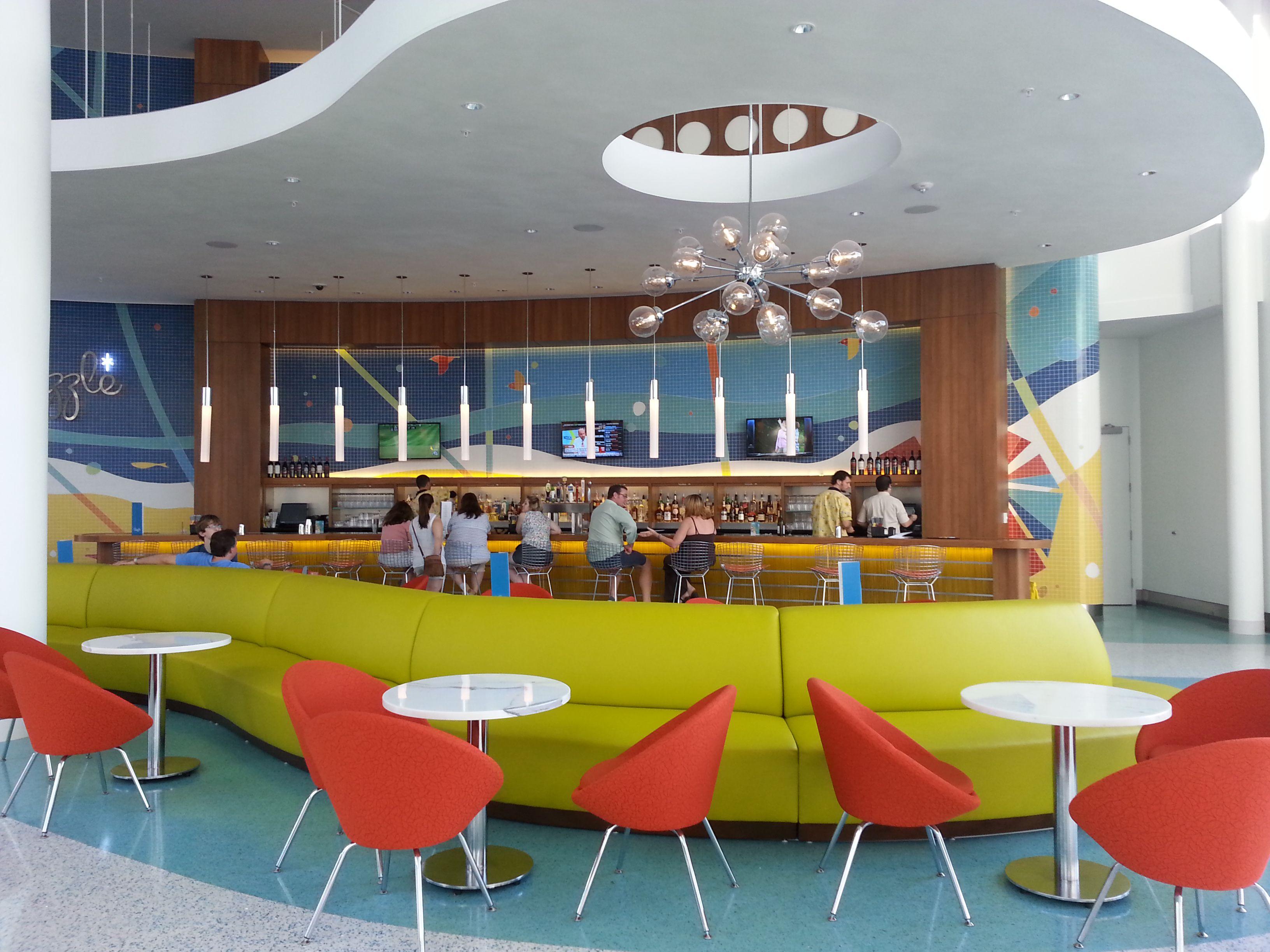Swizzle Lounge in der Lobby von Cabana Bay Beach Resort