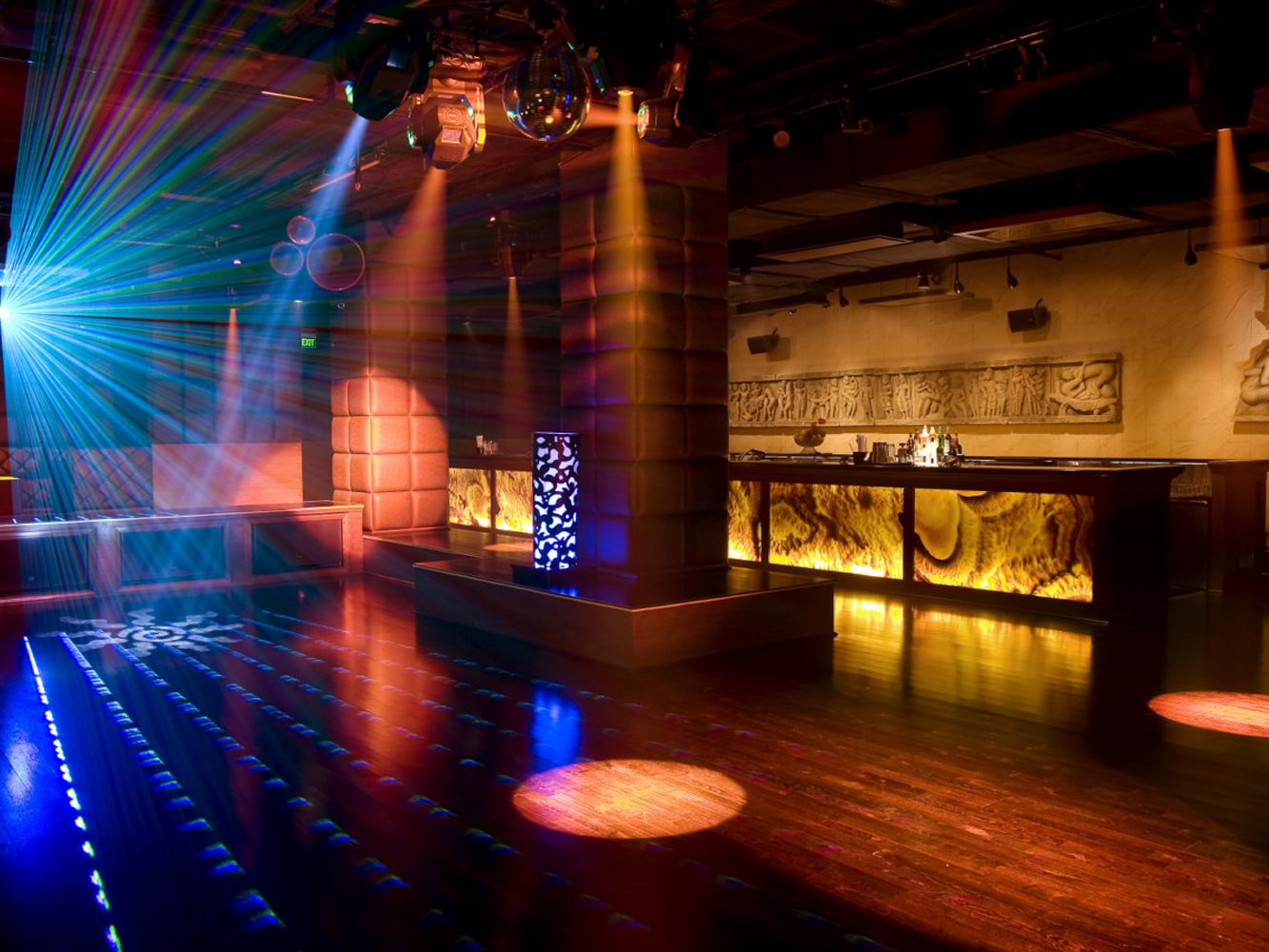 9 Best Delhi Bars and Clubs from Casual to Classy