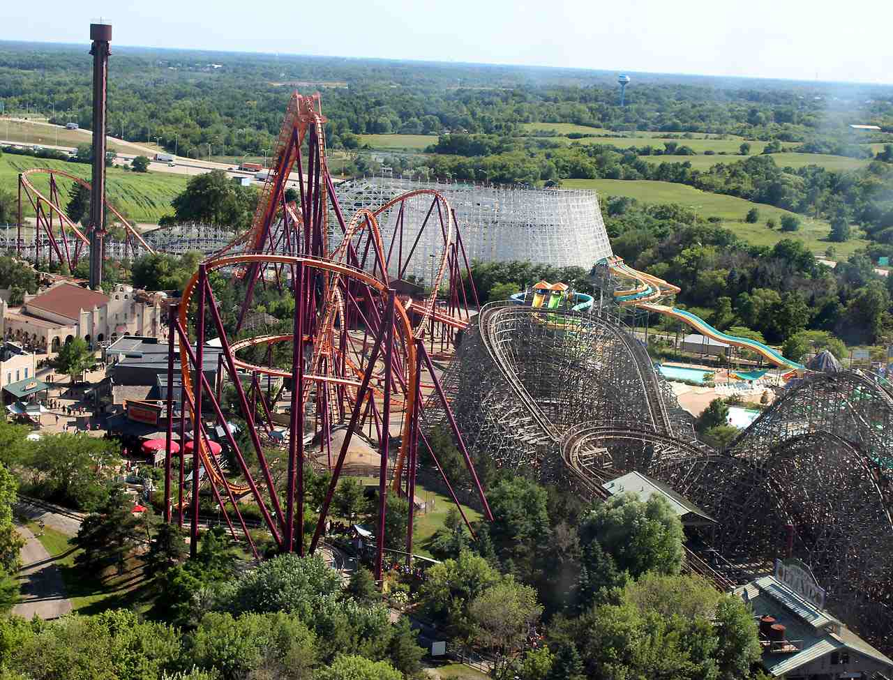 The Differences Between Theme Parks and Amusement Parks
