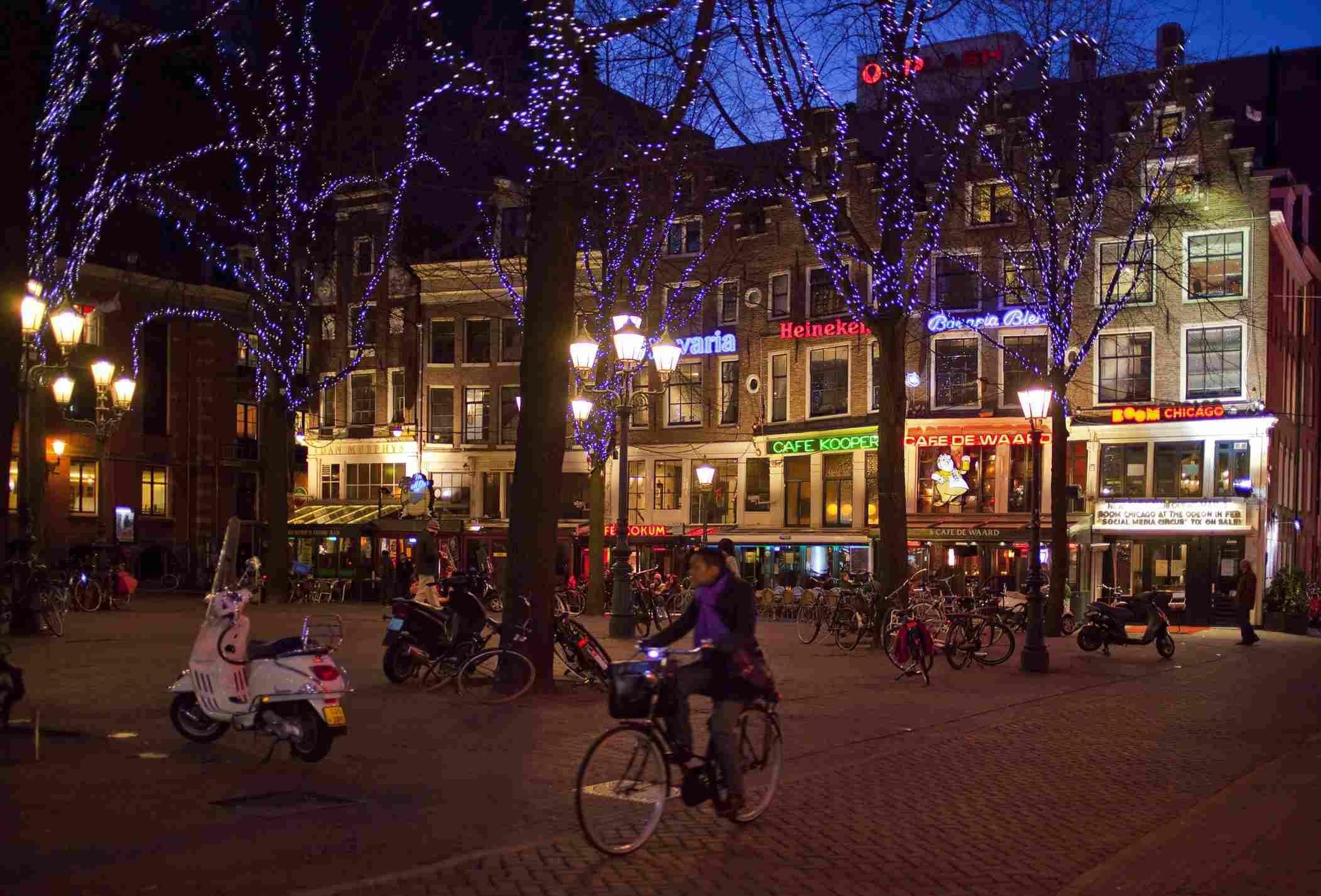 Leidseplein at night